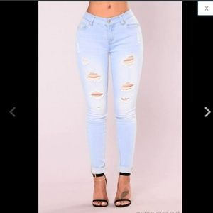 Booty Lifting Mid Rise Distressed Skinny Jeans 6 M